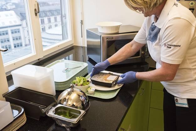 In Zukunft werden die Menüs für die Patienten direkt auf der Station angerichtet.