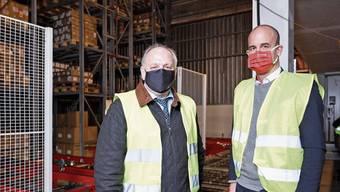 Logistiker Jürg Sulser (links), CEO der Sulser Group, vertraut für Automatisierungen auf Swisslog und CEO Christian Baur.