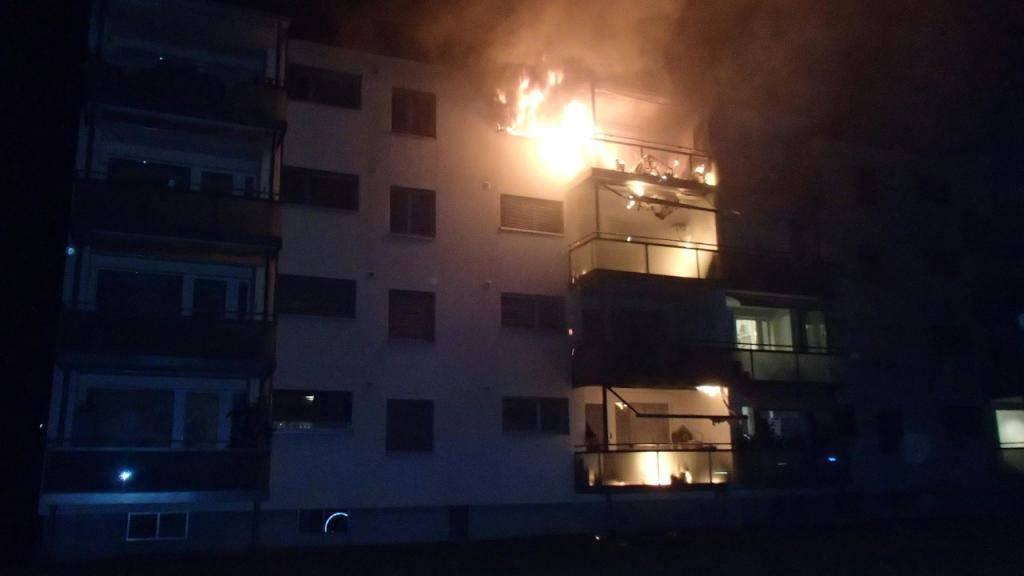 Das Feuer in Aarburg brach im obersten Stock des Mehrfamilienhauses aus.