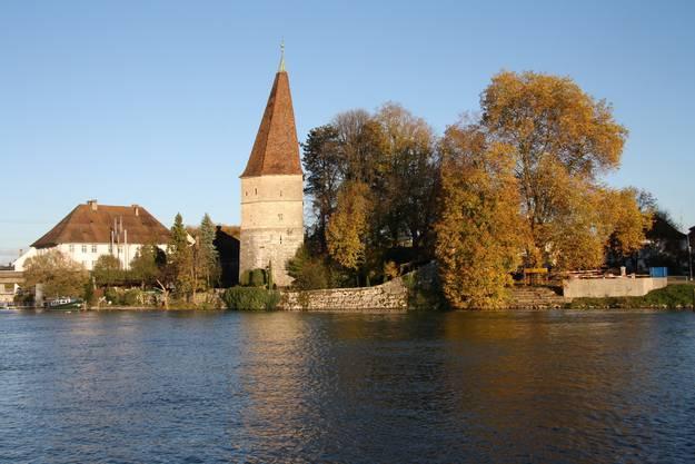 Der Krumme Turm mit Herbstkulisse