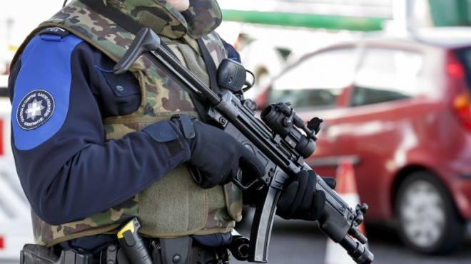 «Das Mittel gegen moderne Risiken und Bedrohungen ist die Schweizer Milizarmee»: Grenzkontrolleur. Foto: Salvatore Di Nolfi/Keystone