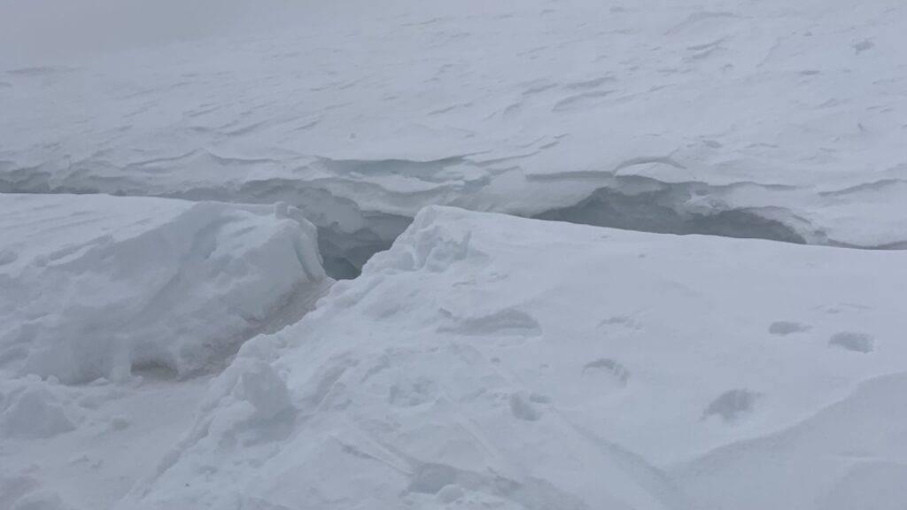 In diese Spalte stürzte der Skitourengänger auf dem Feegletscher oberhalb von Saas-Fee VS.