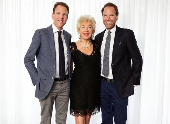 Hotelière Ljuba Manz mit ihren Zwillingssöhnen Alexander und Michael.