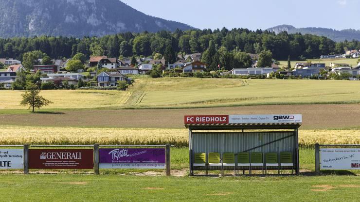 Der FC Riedholz braucht mehr Platz. Die Ortsplanungsrevision soll eine Einzonung des Felds nördlich vom Hauptplatz ermöglichen.