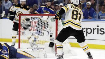David Pastrnak erzielt das 4:1 für die Bruins
