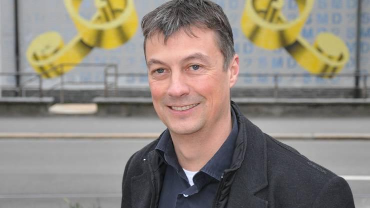 Stefan Werffeli vor dem Proberaum der SMD beim Zentralschulhaus