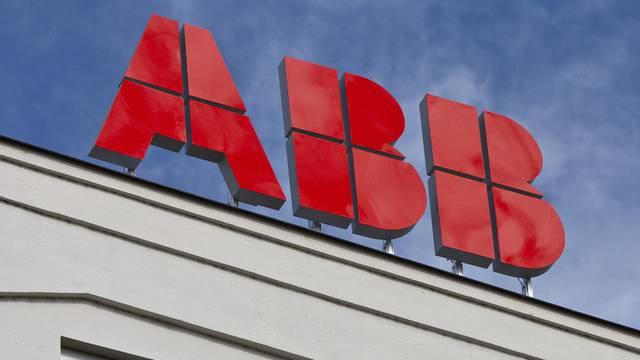 Logo von ABB - der Elektrotechnikkonzern steigert Umsatz und Gewinn deutlich (Archiv)