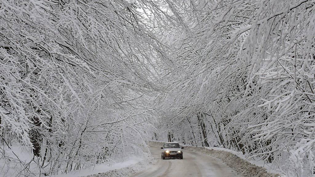 In der Ukraine sind in den vergangenen Wochen 60 Menschen wegen der Kälte gestorben.  In Jakutien in Sibirien warnten die Behörden vor langen Autofahrten. Man solle auf Fahrten durch abgelegene Gebiete bei der Kälte verzichten, hiess es. (Archivbild)