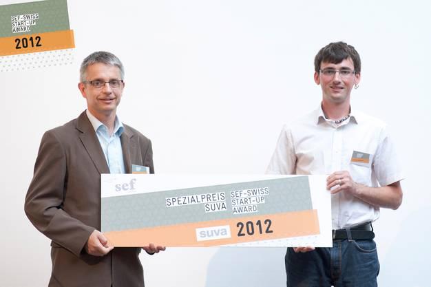 Preisträger Thomas Hufschmid (rechts) und Jurymitglied Rolf Schmidinger