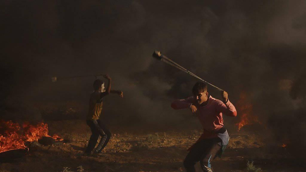 Am Freitag kam es im Gazastreifen erneut zu Gewalt zwischen Palästinensern und der israelischen Armee. Dabei wurde ein Palästinenser erschossen.