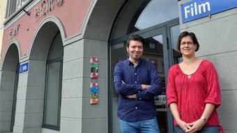 Das Kulturhaus Odeon Brugg läuft sehr gut. Darüber freuen sich Stephan Filati (Leiter Cinema) und Gabi Umbricht (Leiterin Bühne).