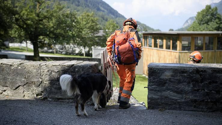 Drei Tage nach dem schweren Felssturz bei Bondo hat die Polizei wenig Hoffnung, noch Überlebende zu finden. Die Suche nach den acht Vermissten wird bis auf Weiteres eingestellt.