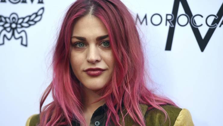 Verliert die millionenschwere Gitarre ihres Vaters: Frances Bean Cobain, Tochter von Nirvana-Legende Kurt Cobain, muss das Instrument ihrem Ex-Mann überlassen. (Archivbild)
