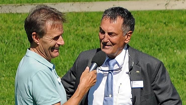 Max Suter (rechts), präsentiert von Speaker Fredy «Lupo» Wolf. uw