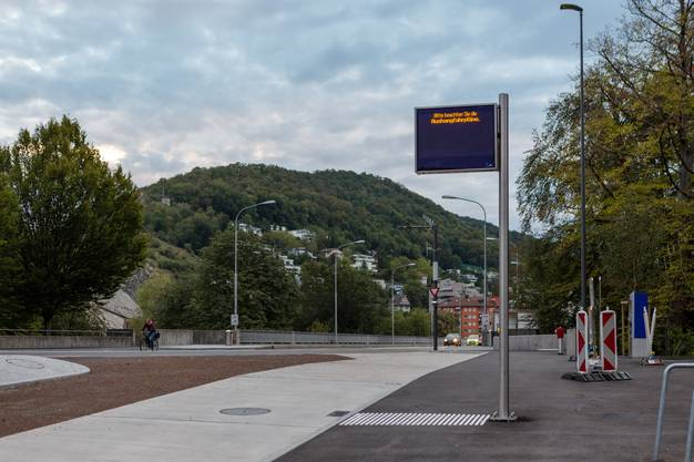 Erste Busfahrt durch den neuen Bustunnel unterhalb des Cordulaplatzes in Baden.