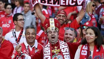 Feiernde Fans von Benfica Lissabon. Der Club wird in Grenchen spielen. (Archiv)
