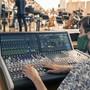 Tontechniker, die wegen Veranstaltungsverboten keine Einnahmen haben, haben weiterhin Anspruch auf Corona-Erwerbsersatz.