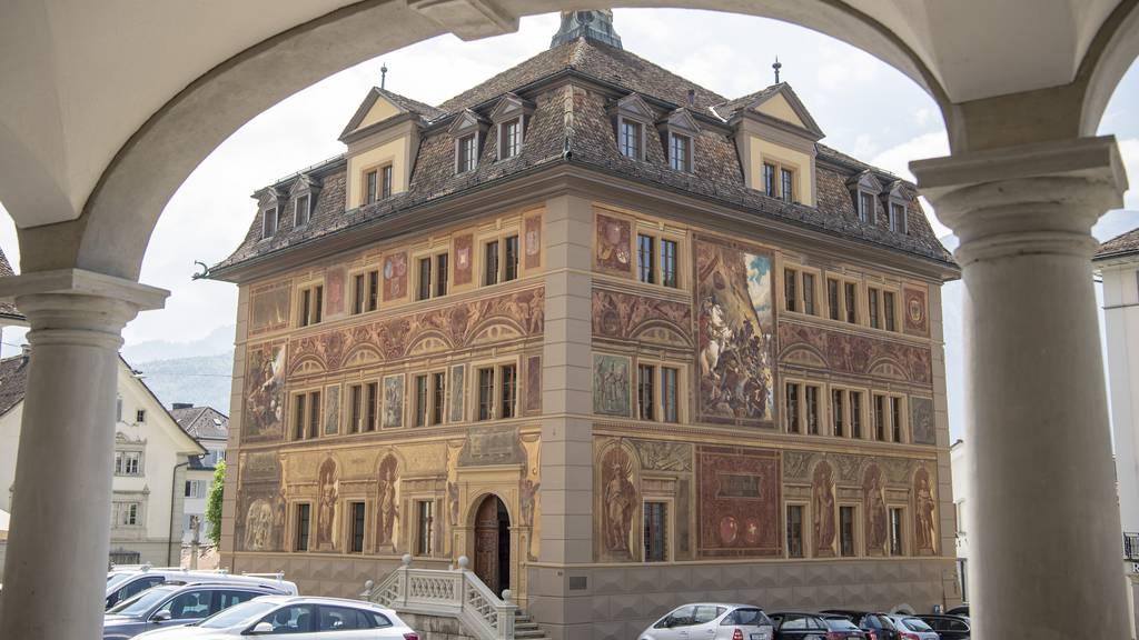 Schwyzer Regierung legt Gegenvorschlag vor