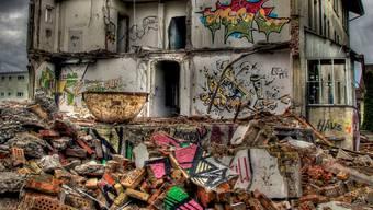 Das Aarauer Graffiti-Haus im Abbruch.  HDR-Bearbeitet/Christoph Voellmy