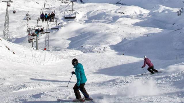 Gleich teuer wie vor einem Jahr: Skifahren in Arosa. Foto: Alessandro Della Bella