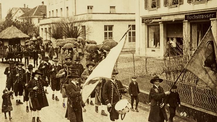 Die Kammergesellschaft Wohlen wurde im Jahr 1830 gegründet. Hier ist sie zu sehen an einem Umzug im Jahr 1924.