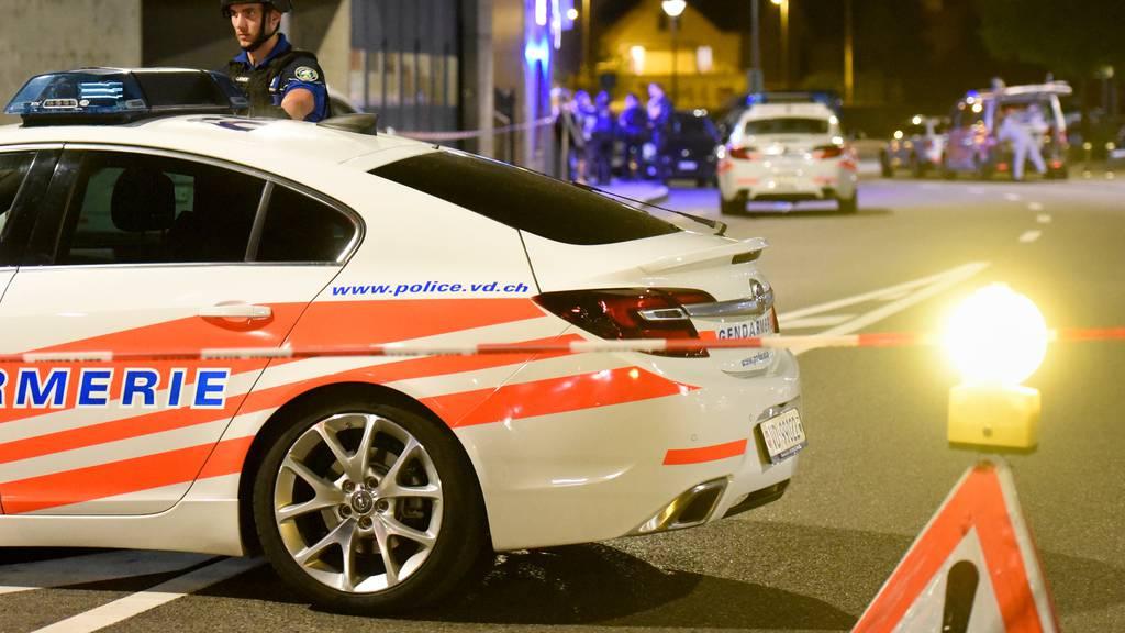 Die Waadtländer Kantonspolizei konnte am Montagabend einen 15-jährigen Raser schliesslich doch noch festnehmen. (Symbolbild)
