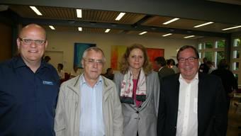 Bettina Tuor ist neues Mitglied der Betriebskommission. Sie löst Victor Bataillard ab (2. von links). Sie werden flankiert von Spitaldirektor Stephan Bachmann (links) und Präsident Peter Sandhofer. (Bild Werner Schneiter)