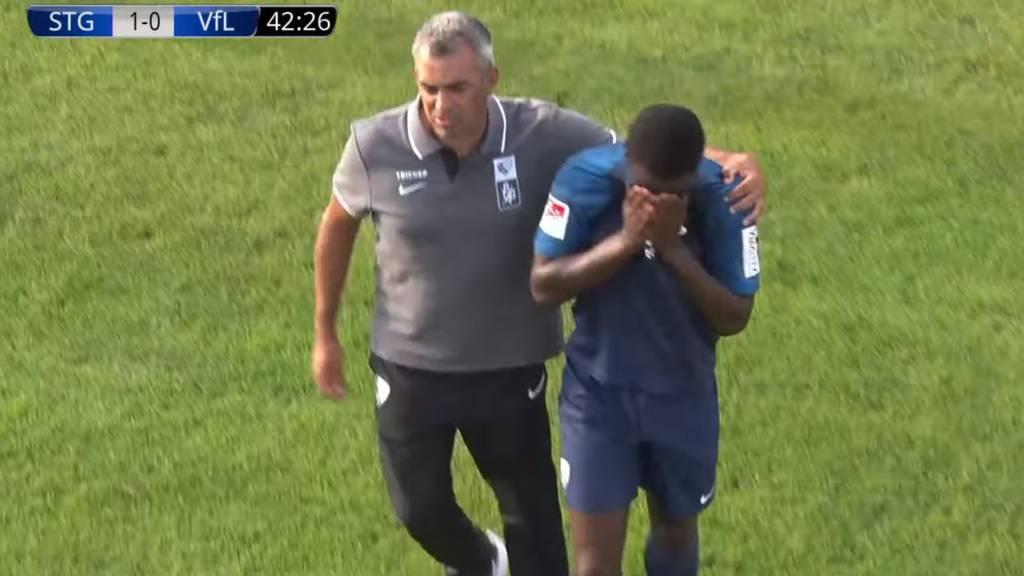 Jordi Osei-Tutu verlässt unter Tränen den Platz.