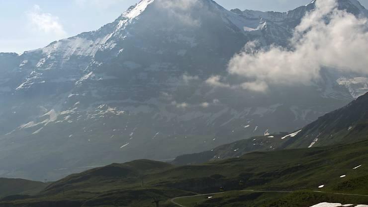 """Blick vom Männlichen auf die Eigernordwand, an deren Fuss die neue Seilbahn """"Eiger-Express"""" verlaufen wird. (Archivbild)"""