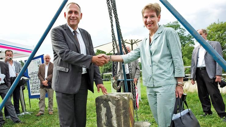 Im Jahr 2013 bot ihm Riehen noch Grund zum Strahlen: Hans-Peter Wessels und die deutsche Landrätin Marion Dammann an der Landesgrenzbegehung.
