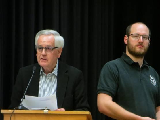 Walter Kern, ex Gemeindepräsident von Füllinsdorf dankt allen für die Arbeit