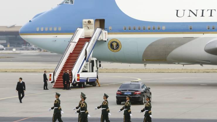 Das Personal und die Regierungsmaschine Air Foce One stehen dem US-Präsidenten auch bei einem Verwaltungsstillstand zu. (Archivbild)