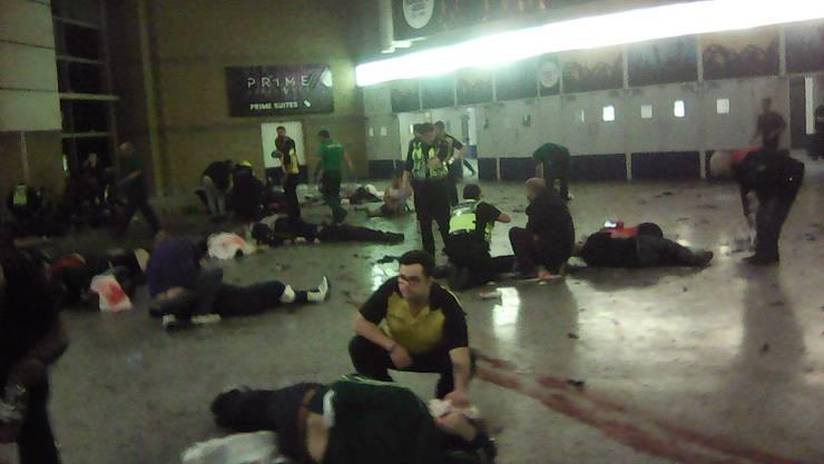 Ein Bild aus dem Innern der Manchester Arena. Ein mutmasslich islamistischer Selbstmordattentäter zündete im Eingang der Konzerthalle eine Bombe und riss mindestens 22 Menschen mit in den Tod.