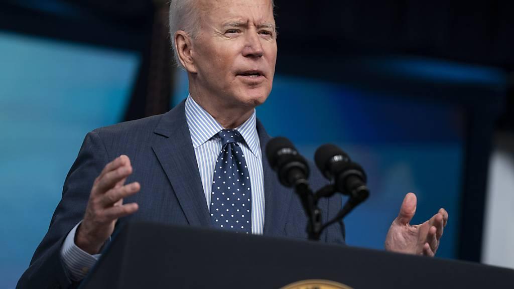 US-Präsident Joe Biden spricht über den Fortschritt des Corona-Impfprogramms im South Court Auditorium auf dem Campus des Weißen Hauses. Foto: Evan Vucci/AP/dpa