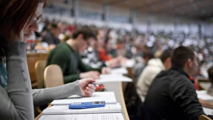 Blick in den grossen Hörsaal «Audimax» der Universität St. Gallen: Werden Studentinnen sprachlich diskriminiert?