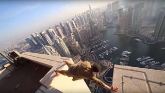 Ein Zusammenschnitt von dem, was Oleg auf den Dächern der Wolkenkratzer der Welt so treibt.
