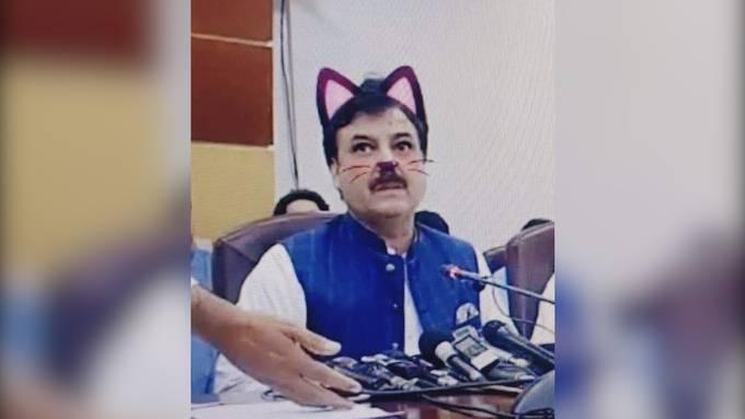 Livestream-Fail: Pakistanischen Ministern wachsen plötzlich Katzenöhrchen