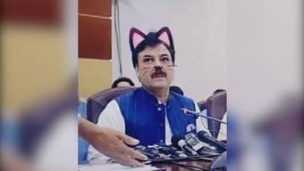 Oups, falscher Filter: Pakistanische Politiker mit Katzenöhrchen.