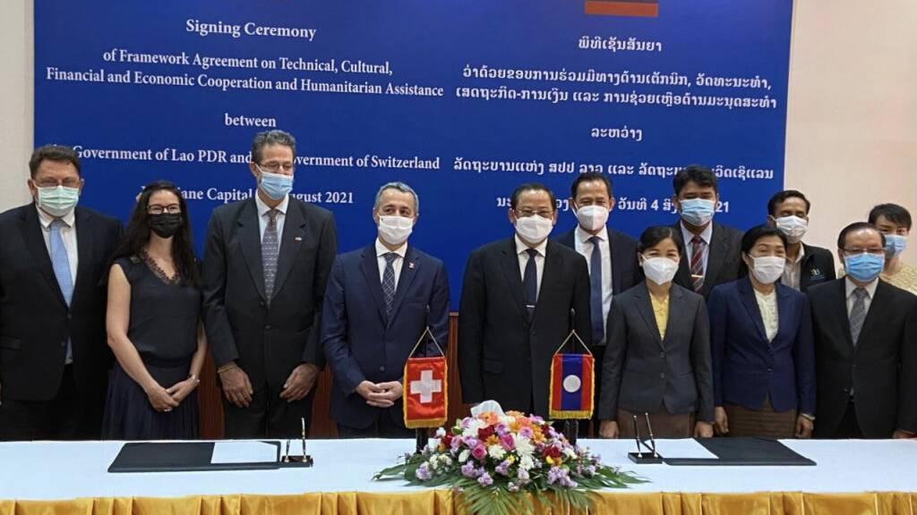 Cassis unterzeichnet in Laos Abkommen zu Entwicklungszusammenarbeit