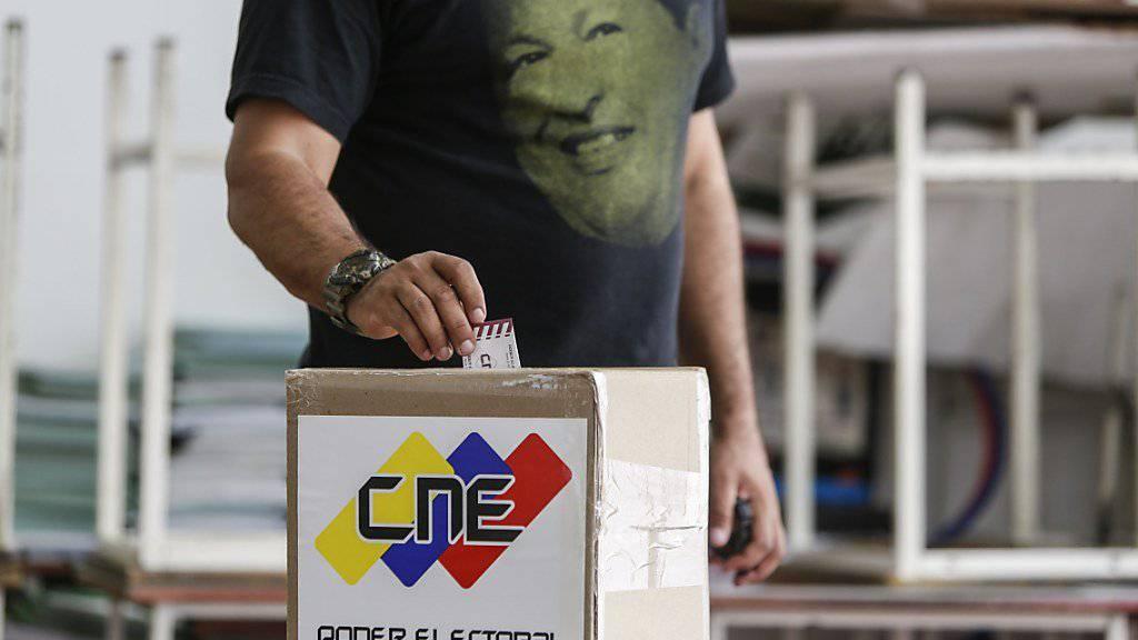 Die Opposition in Venezuela nimmt nach dem Boykott des letzten Urnengangs bei den geplanten Regionalwahlen für die 23 Gouverneursposten und Regionalversammlungen teil. (Archivbild)