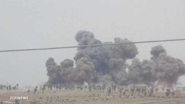 USA und Russland bombardieren den IS