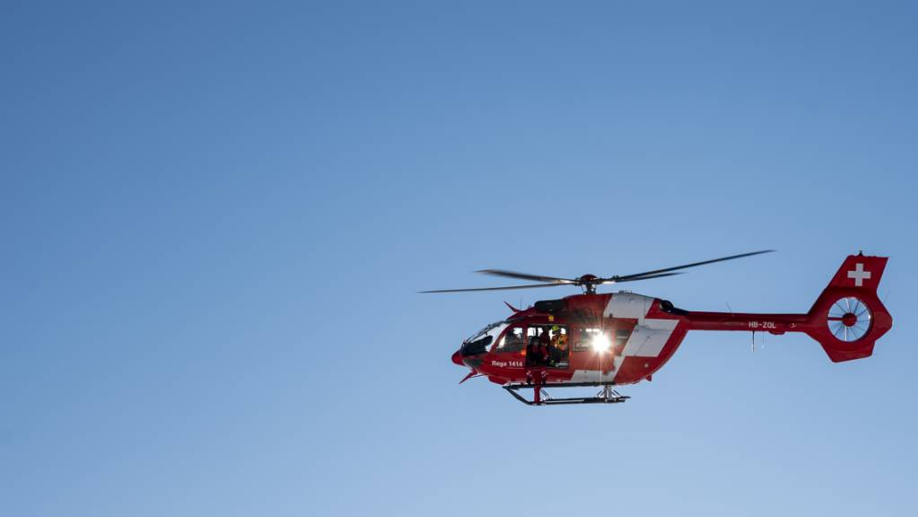 Die Rega flog am Samstagmittag ein schwer verletztes Mädchen ins Spital. (Symbolbild)