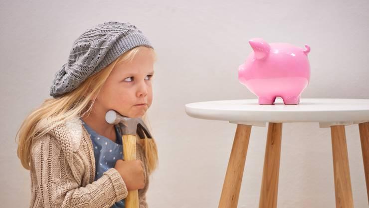 Zuschlagen, ehe es die Banken tun? Kleinsparer könnten irgendwann doch noch Negativzinsen zahlen.