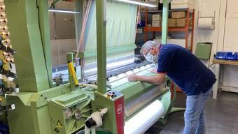 In Frick laufen pro Tag 6000 Textilmasken vom Band – die Kapazität kann verdreifacht werden.
