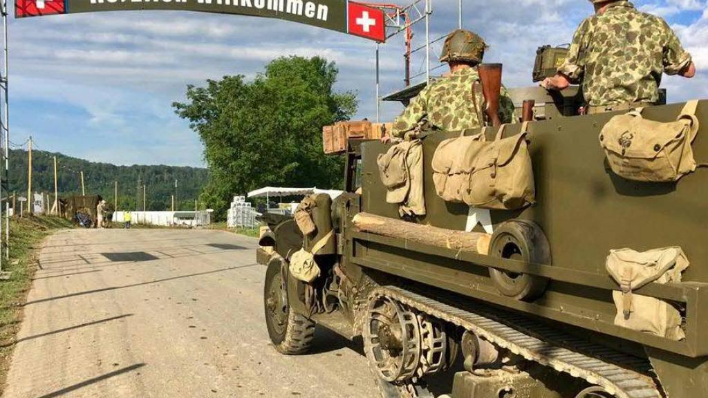 Die Internationale Militär-Oldtimer-Show «Convoy to Remember» in Birmenstorf AG lockt viele Armeefans an.
