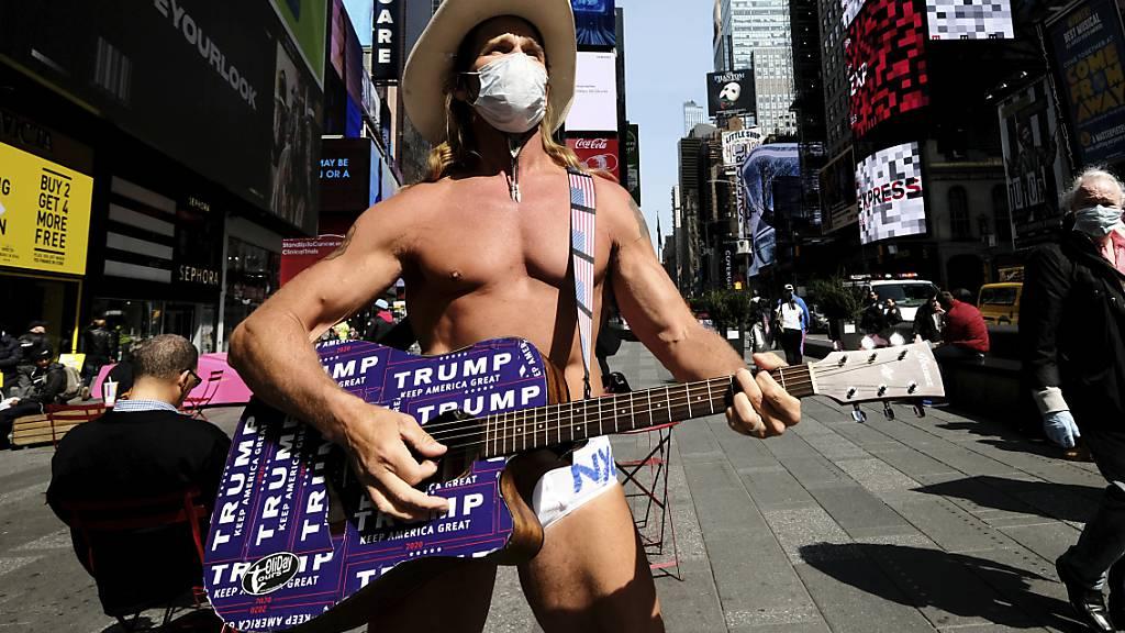 Da hat nicht mal der Naked Cowboy in New York noch zu Lachen: Die Arbeitslosigkeit in den USA steigt weiter. (Archivbild)