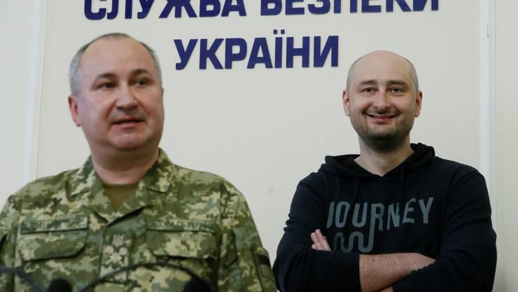 Totgesagte leben länger: Arkadi Babtschenko (rechts) mit dem Chef des ukrainischen Inladsgeheimdienstes.