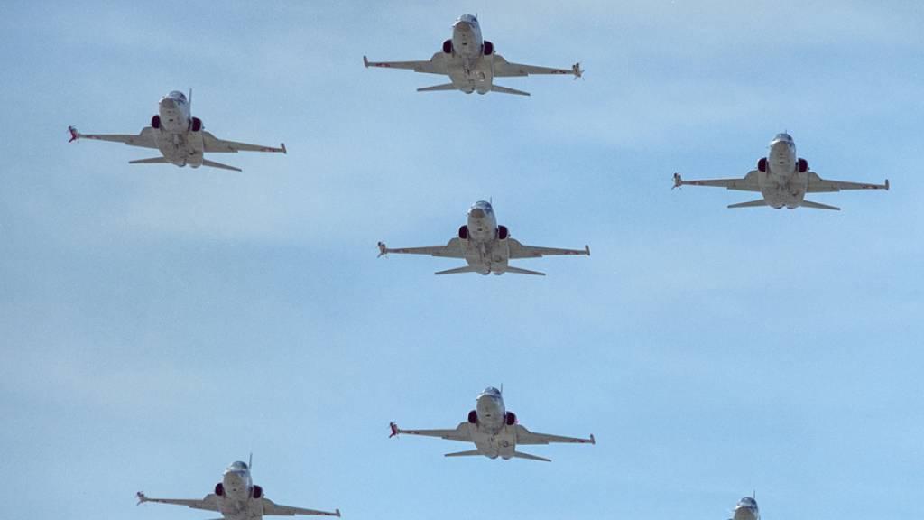 US-Navy will 22 Schweizer Kampfjets kaufen