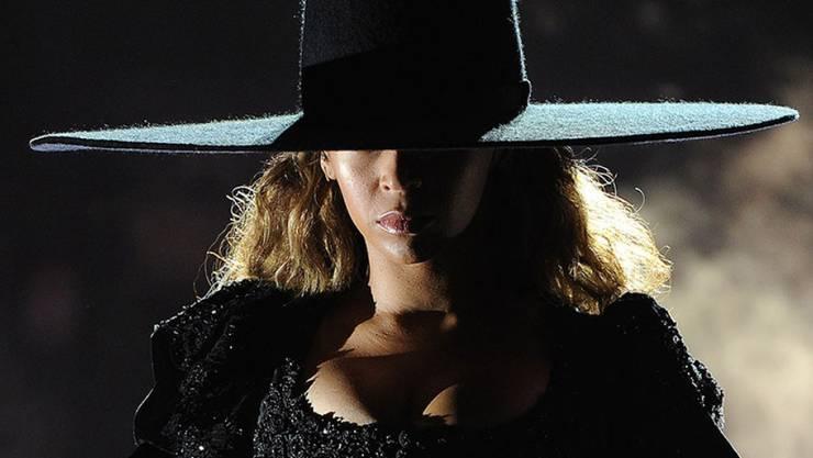 """Dieser Hut, den Beyoncé auf ihrer """"Formation""""-Welttournée trug, wird zugunsten von Lungenkranken versteigert. (Pressebild)"""