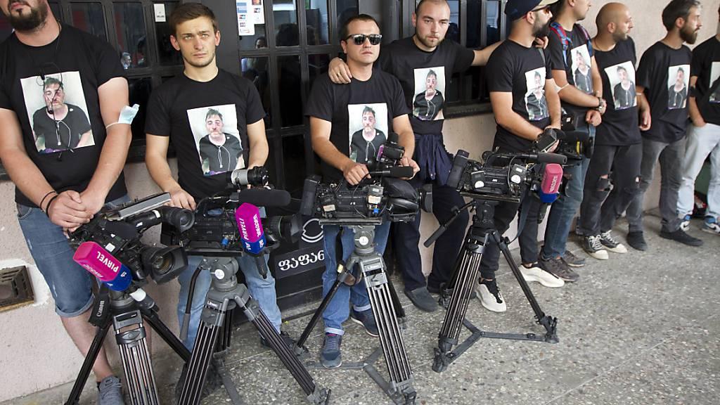 Viele Festnahmen nach Angriffen auf Journalisten in Georgien